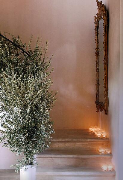 Natural style christmas decorations - green foilage and tealights on a staircase